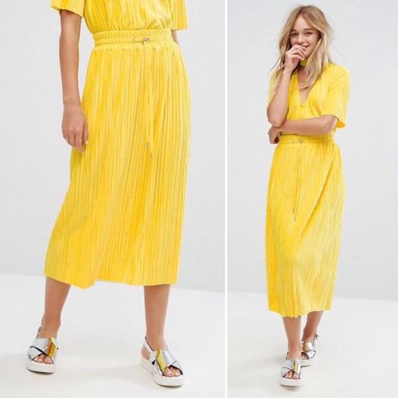 1eee813a3c MONKI Yellow Velvet Pleated Drawstring Midi Skirt.  M_5ac27dfea4c485edcbe7e855